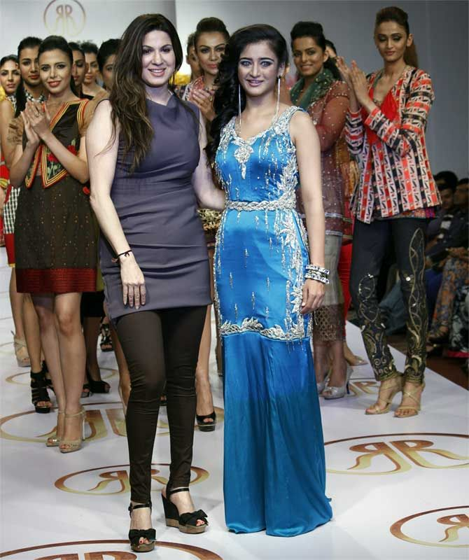 Urvashi, Akshara scorch the ramp