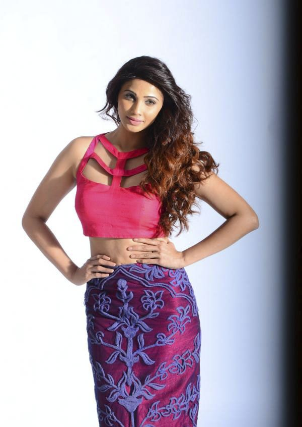 Daisy Shah in Glamour Look