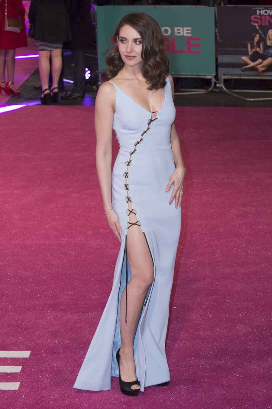 Alison brie how to be single premiere in london ccuart Choice Image
