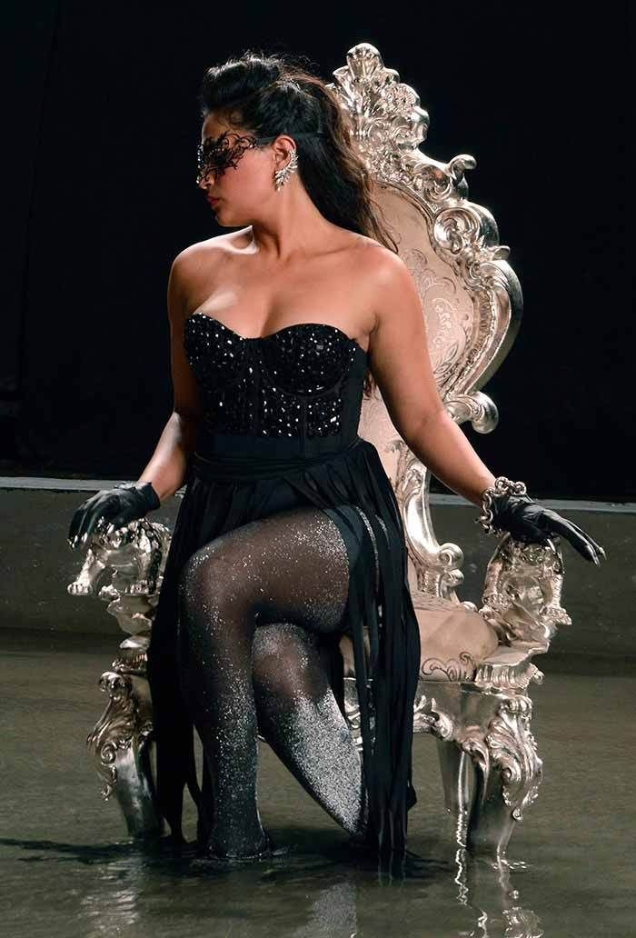 Richa Chadda Strikes a Sultry Pose: Cabaret First Look