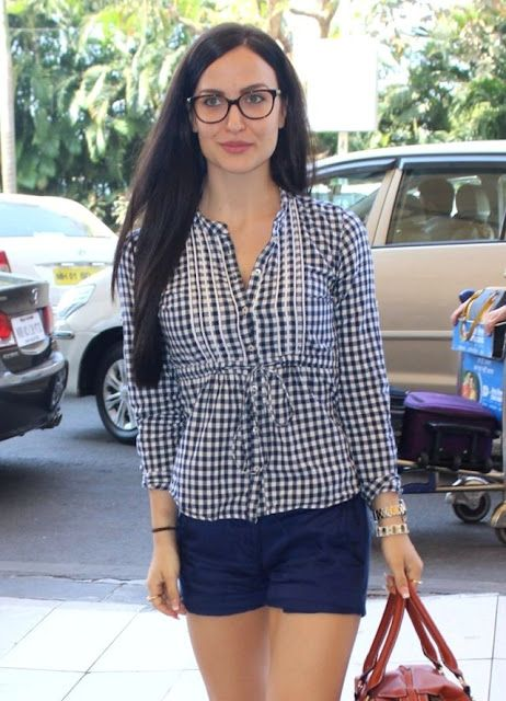 Elli Avram shows Street Style at Mumbai Airport