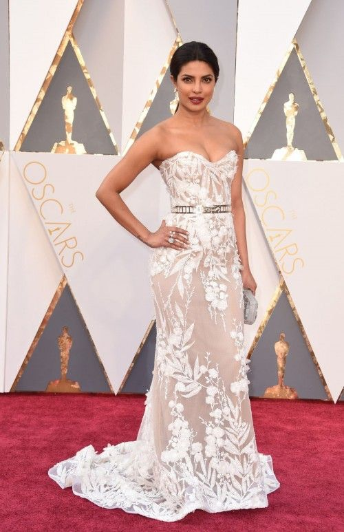 Priyanka Chopra makes Oscars Debut; Walks Red Carpet