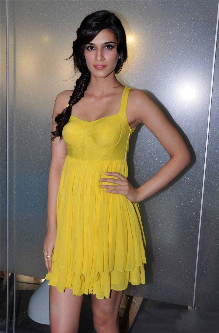 Kriti Sanon Shows her Trendy Style and Fashion