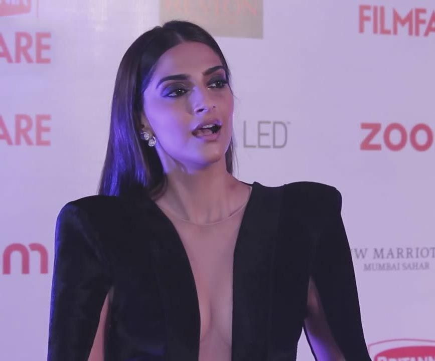 Sonam Kapoor at Britannia Filmfare Awards 2016