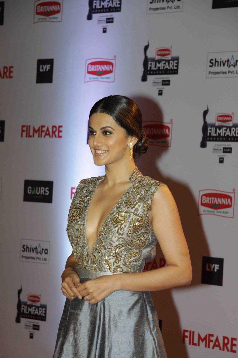 Taapsee Pannu At Filmfare 2016 Awards