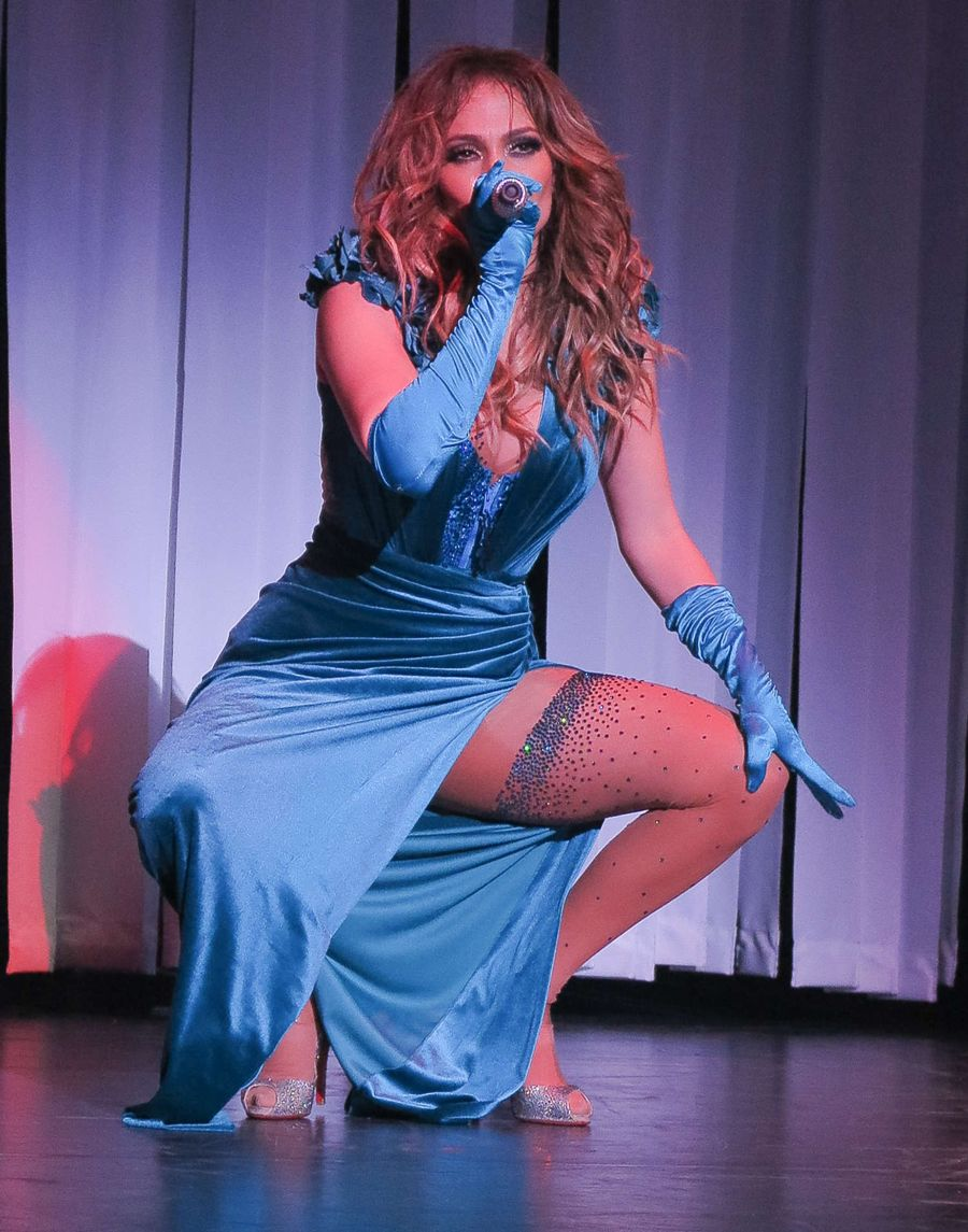 Jennifer Lopez Performs on Opening night 'All I Have'