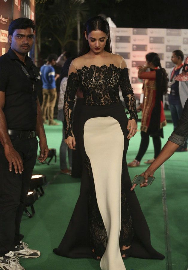 Sonal Chauhan at IIFA Utsavam Awards 2016