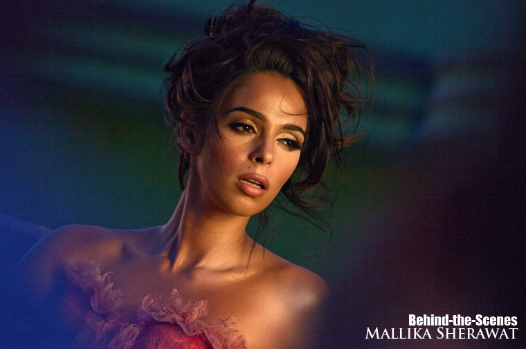 Mallika Sherawat Graces World's 1st 3D Publication