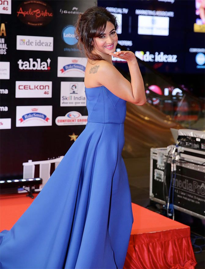 SIIMA 2016: Celebs Sizzle on the Red Carpet