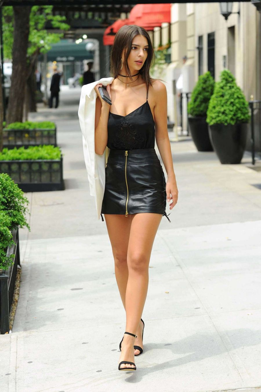 Emily Ratajkowski shows off her Trim Legs