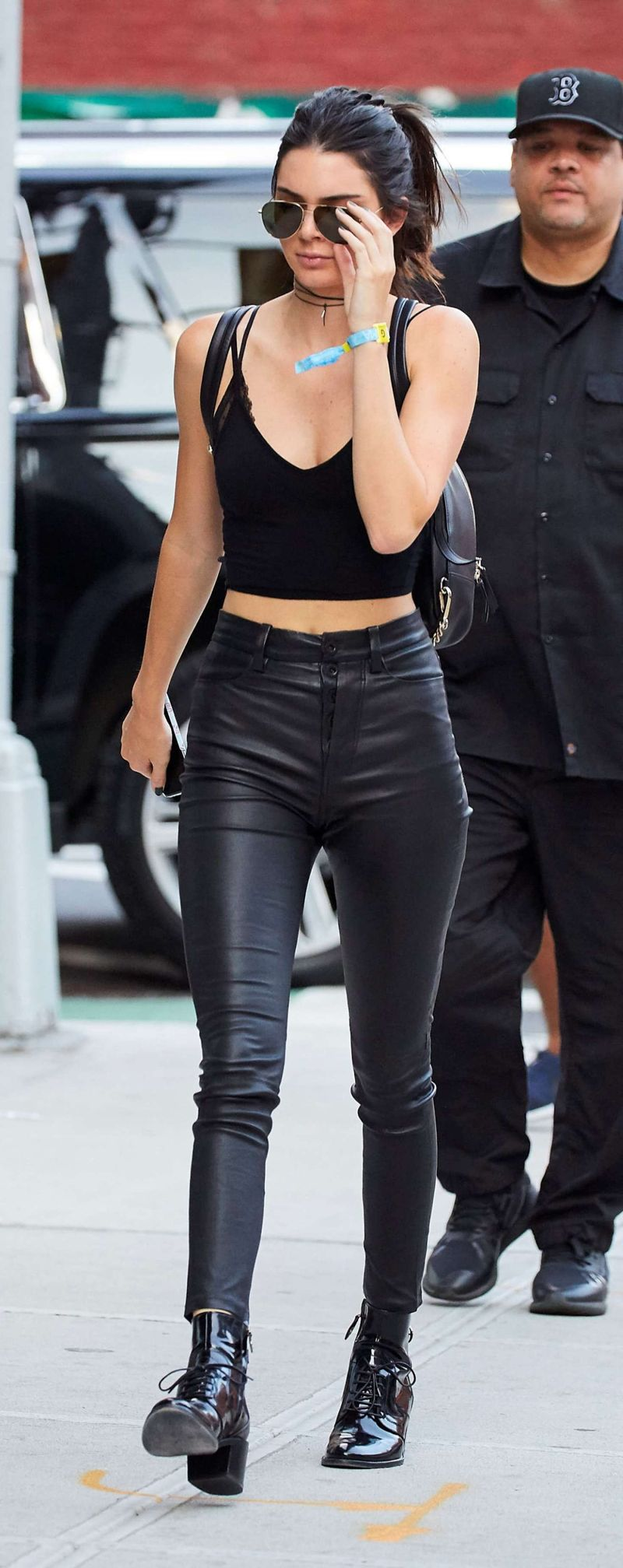Kendall Jenner Arrives at Gigi Hadids apartment in New York