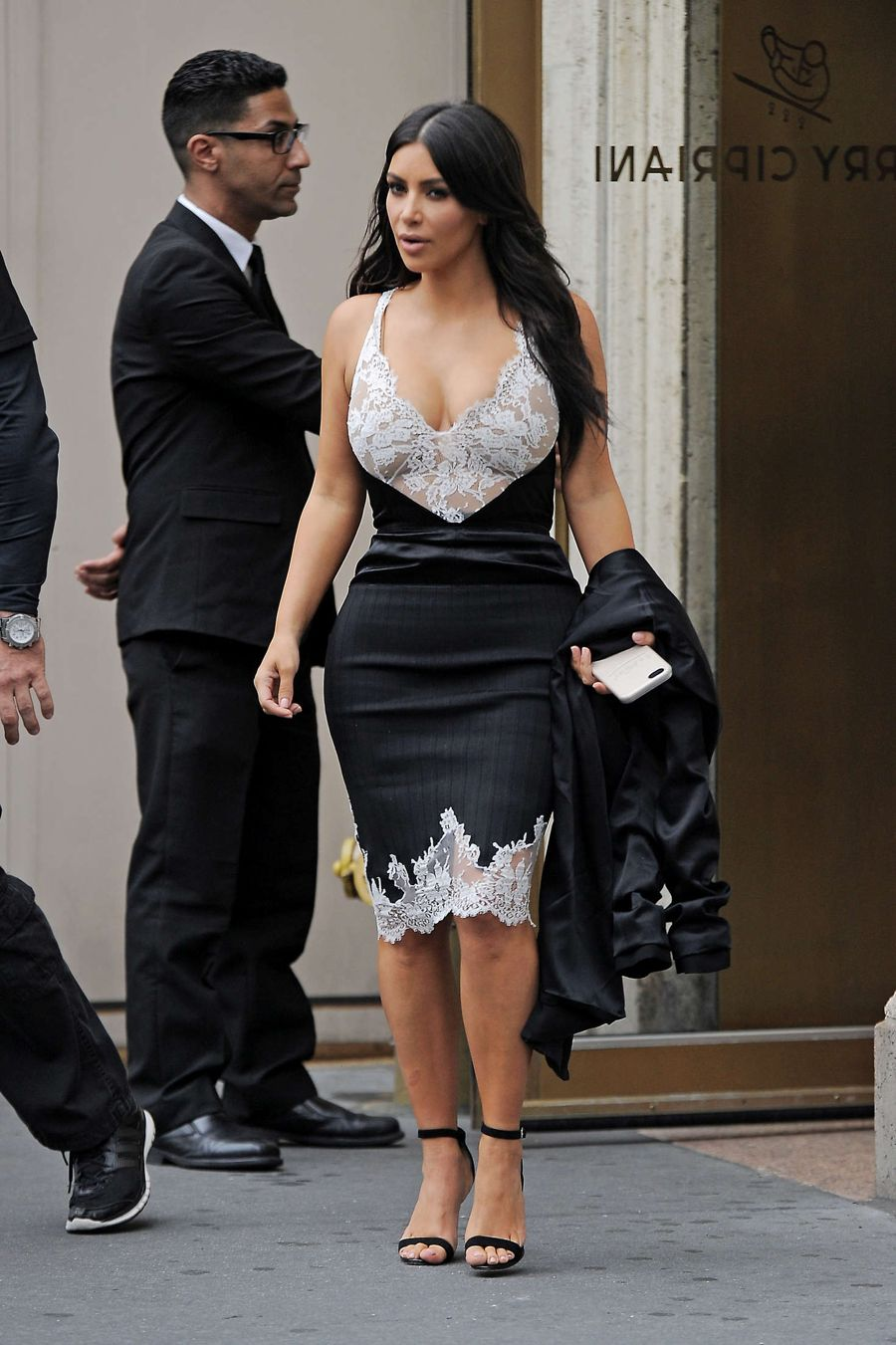 Kim Kardashian Out to dinner at 'Harry Cipriani' in NewYork