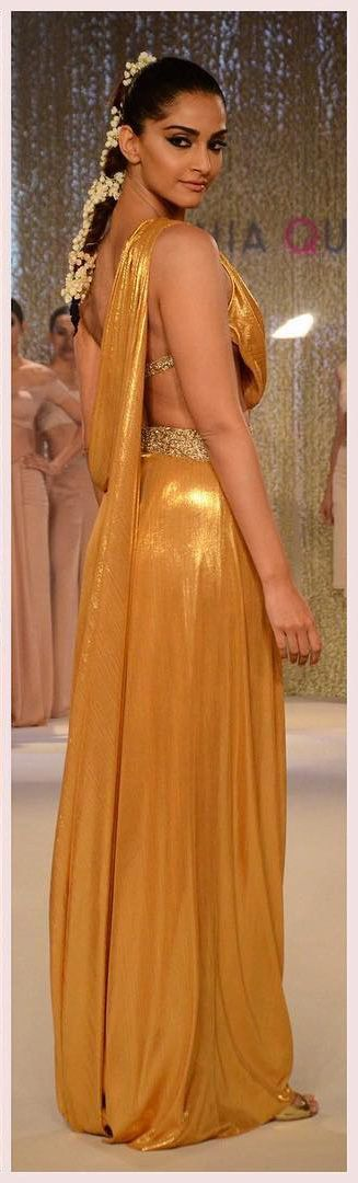 Sonam Kapoor In Ramp for Pernia Qureshi Fashion Show