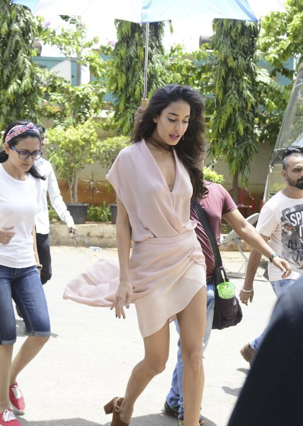 Lisa Haydon have fun with Hula Hoop