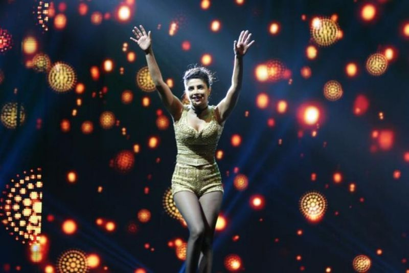 Priyanka Chopra Performs on Pinga Song At IIFA 2016