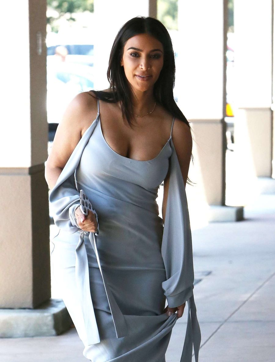Kim Kardashian Out in a Dee Neck in Los Angeles