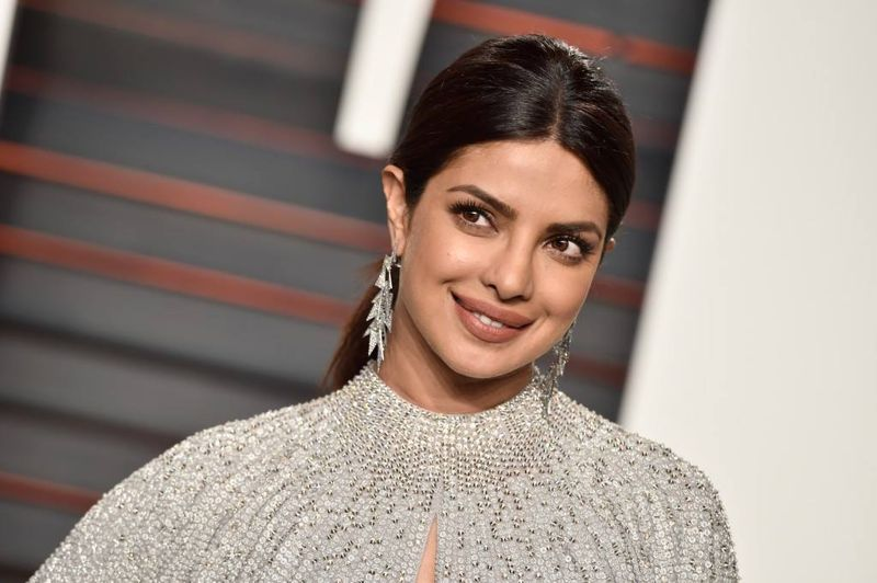 Priyanka Chopra dazzles at Oscars party