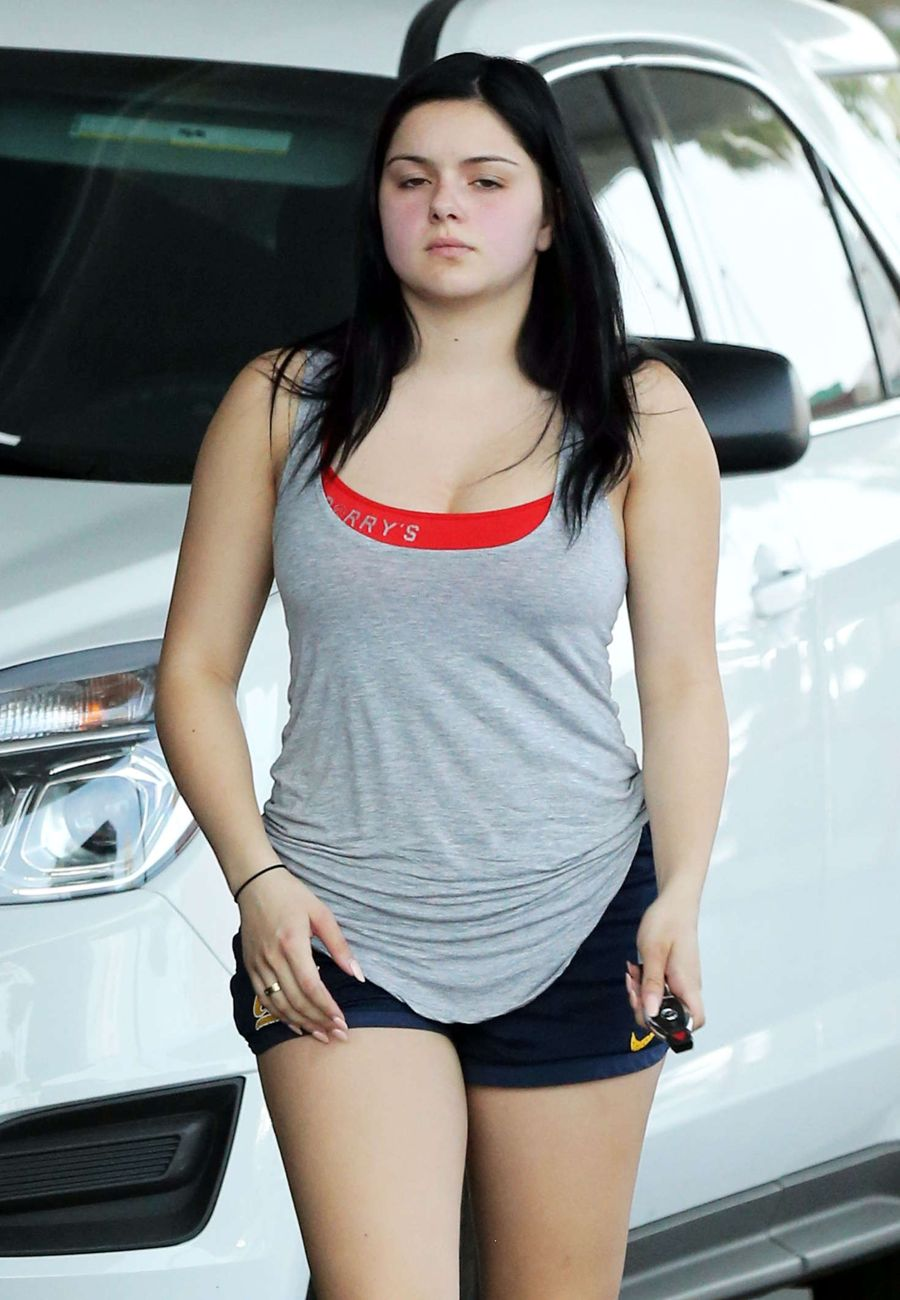 Ariel Winter Getting Gas for her Car in Los Angeles