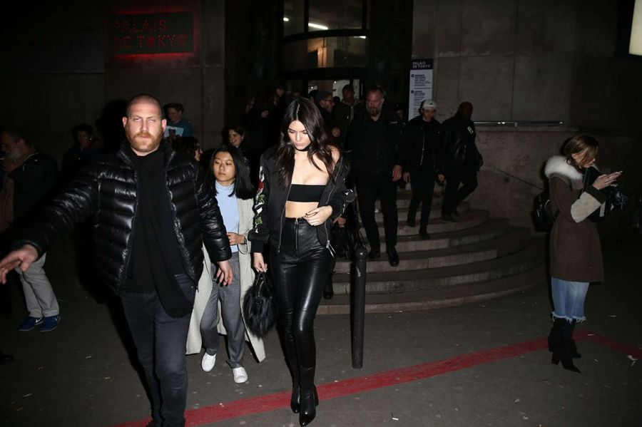 Kendall Jenner - Heading to a Fashion Show in Paris