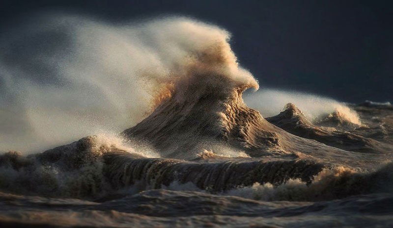 Crashing Waves Look Like Liquid Mountains