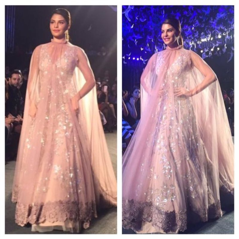 Jacqueline Fernandez Walks the Ramp at Manish Malhotra Show!