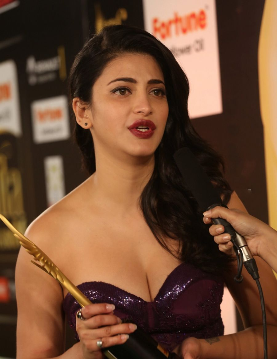 Shruti Haasan IIFA Awards 2016 (New)