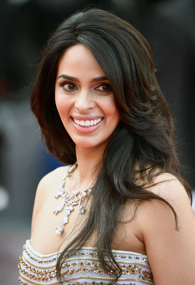 Cannes 2016: Mallika Sherawat rocks the red carpet