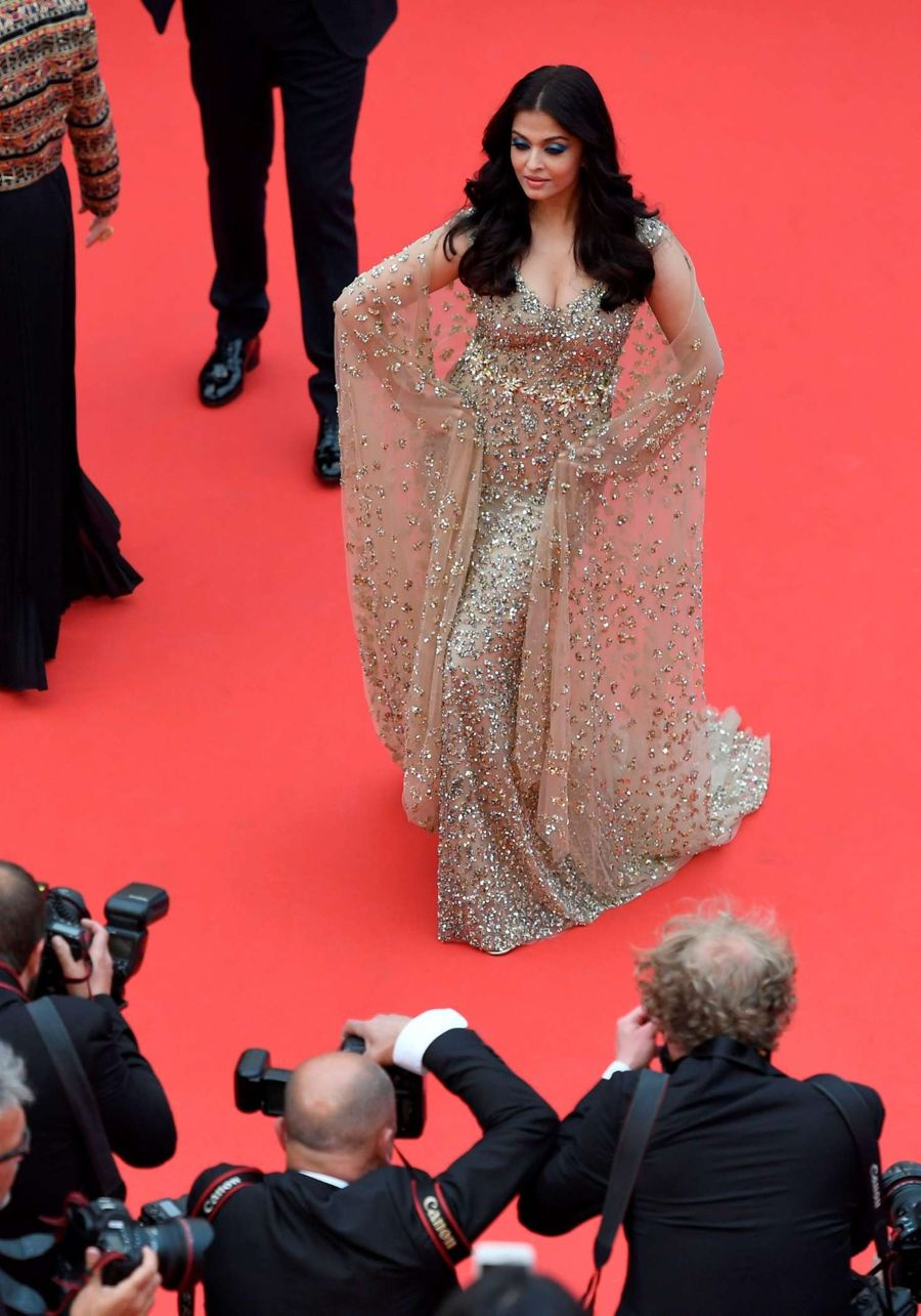 Aishwarya Rai turns on Goddess Mode at Cannes