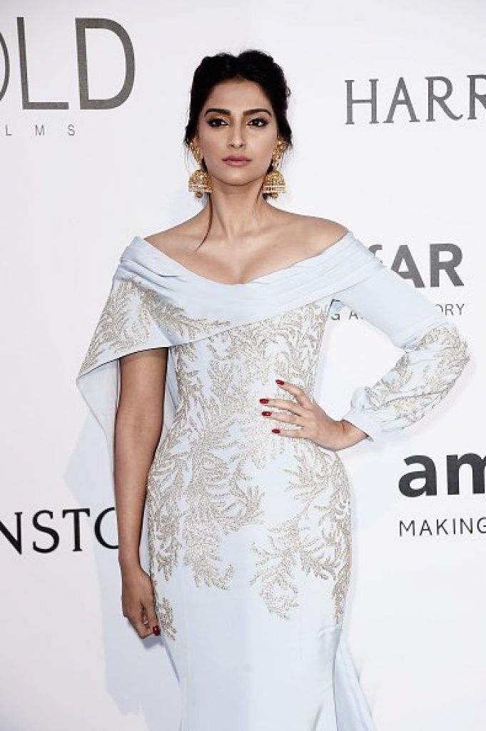 Sonam Kapoor in Ralph & Russo at the amfAR gala Cannes 2016