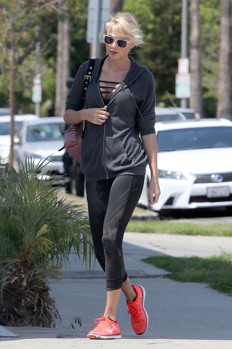 Taylor Swift in Tights Leaves a gym in West Hollywood