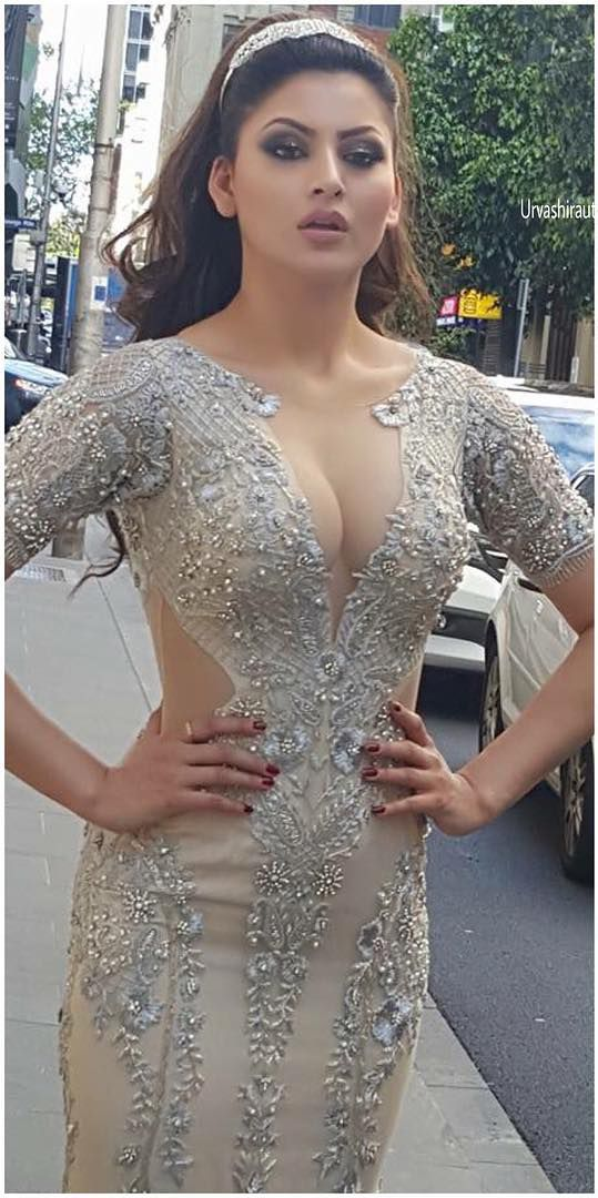 Urvashi Rautela Looks Gorgoeus In These New Pics