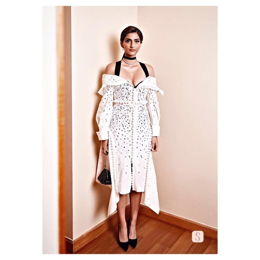 Sonam Kapoor Looks Stunning for Charity
