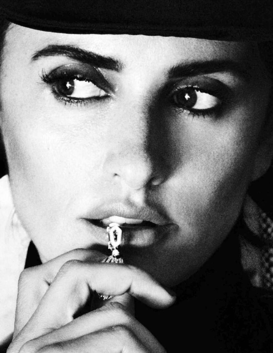 Penelope Cruz - Vogue Spain Magazine (Dec 2016)