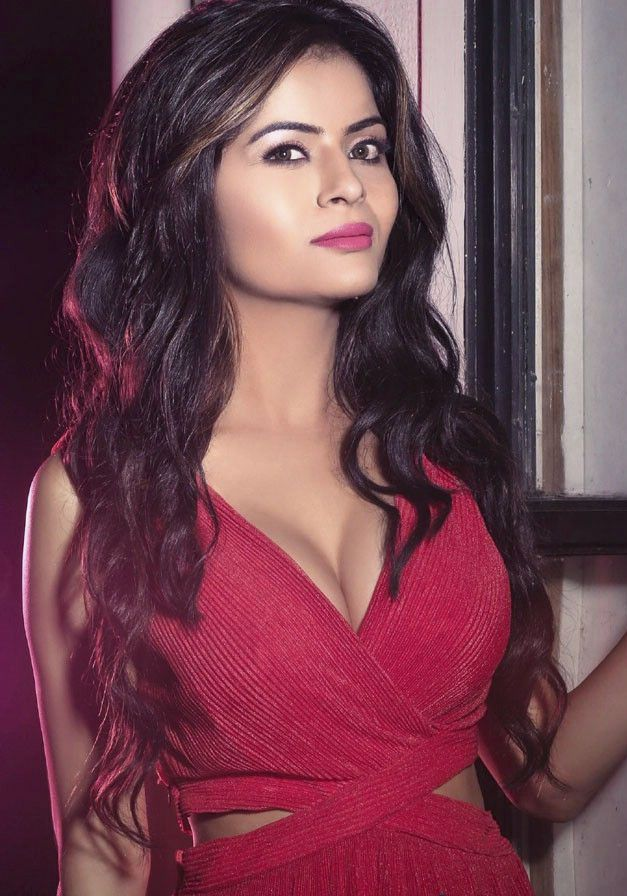 Gehana Vasisth - Beauty Queen to an actress to Hollywood