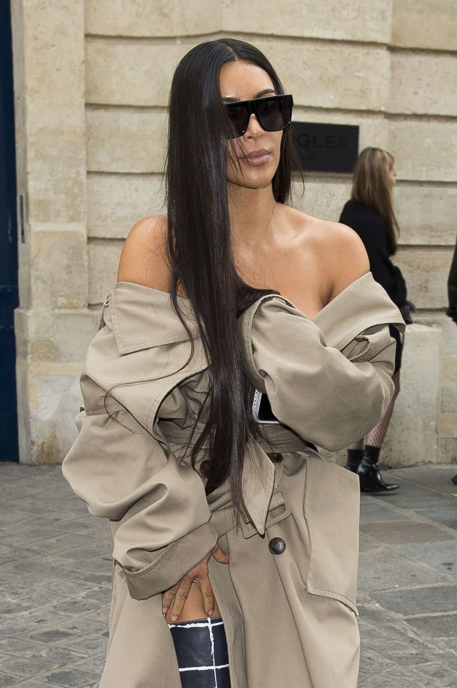 Kim Kardashian robbed at gunpoint, tied up