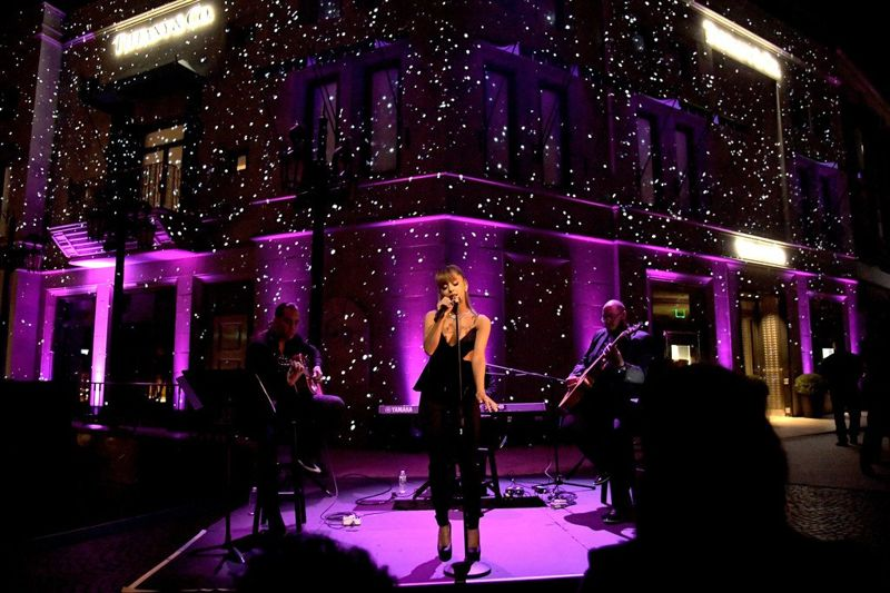 Ariana Grande Hits the Stage at Tiffany & Co. Party!