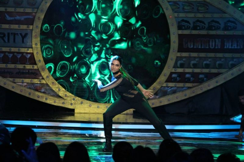 Deepika Padukone's Super Rocking Entry On Bigg Boss 10