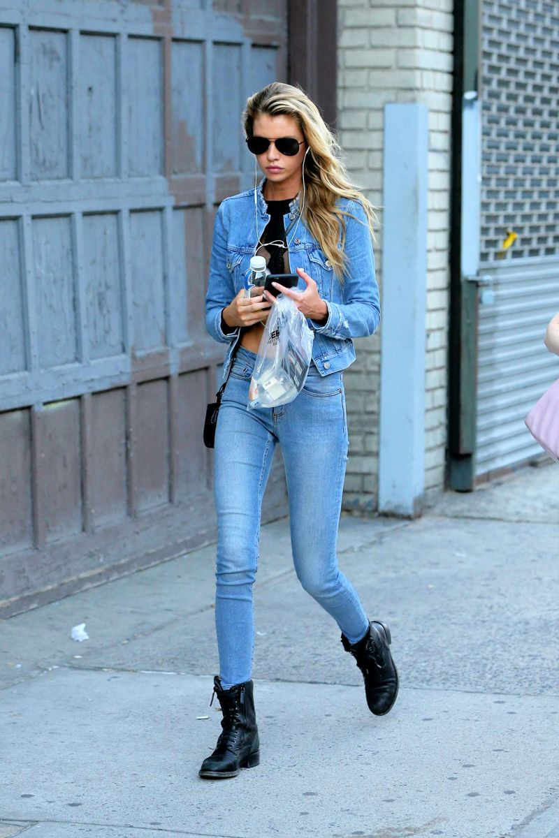 Stella Maxwell in Jeans Shopping in Soho
