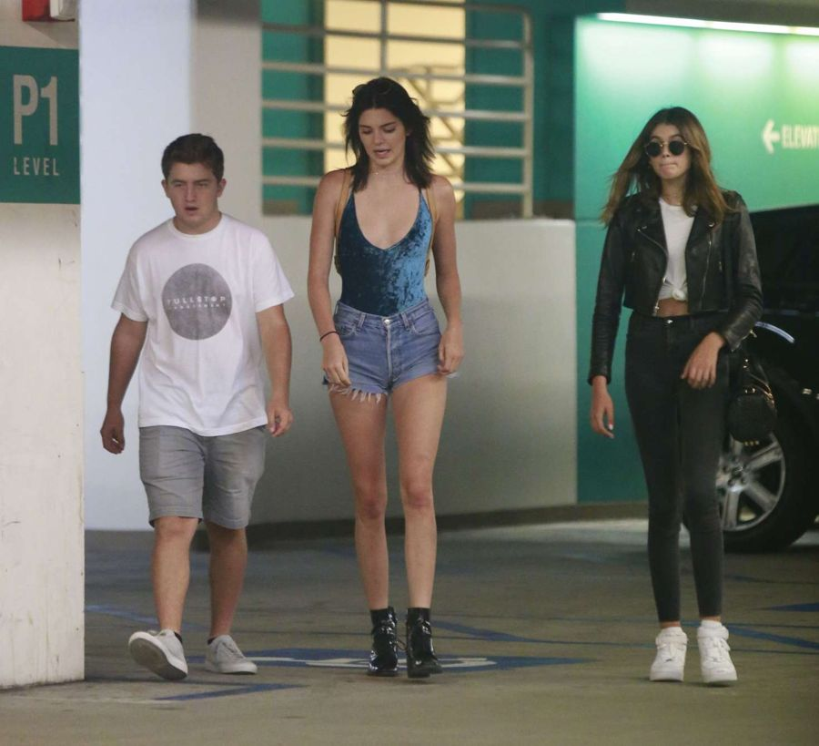 Kendall Jenner - Out with friends in Beverly Hills