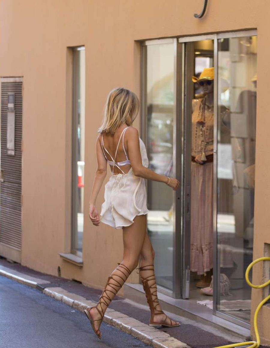 Kimberley Garner in Short Dress Shopping in St Tropez