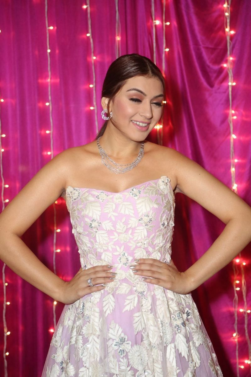Hansika Stills at Zee Apsara Awards 2017