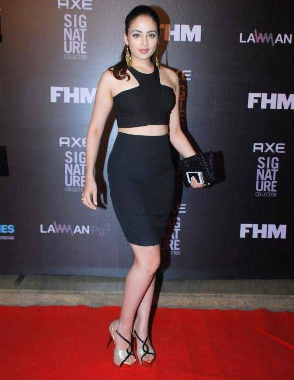 Zoya Afroz Fhm bachelor of the year bash