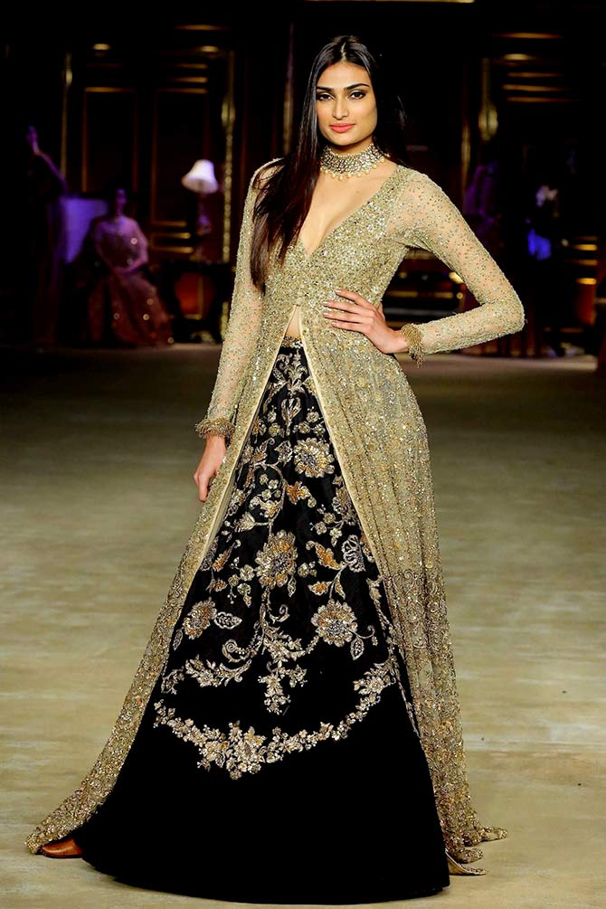 India Couture Week: Athiya is a bewitching beauty in black