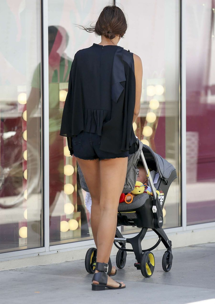 Irina Shayk with her daughter in Los Angeles