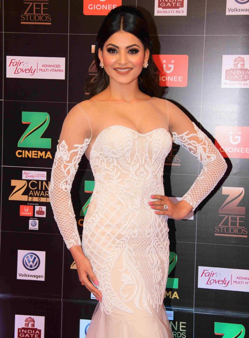Urvashi Rautela Snapped at Fair & Lovely Zee Cine Awards