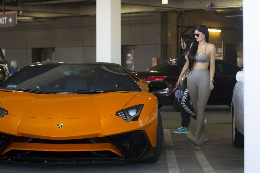 Kylie Jenner - Leaving Westfield Topanga Mall in Canoga Park