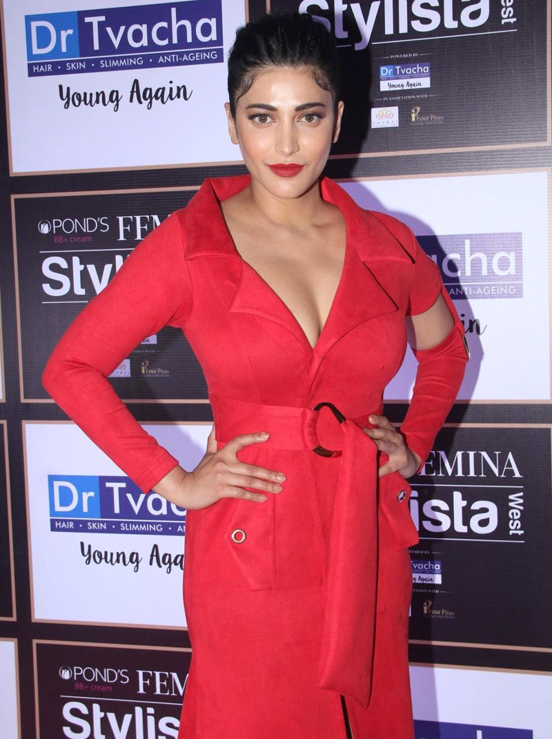 Shruti Haasan Red Carpet of Femina Stylist West at St. Regis