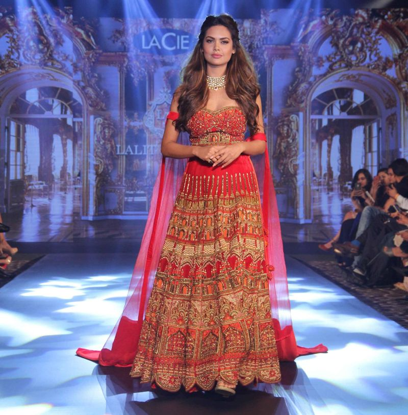 Esha Gupta Walks the Ramp at Tech Fashion Tour Season 3