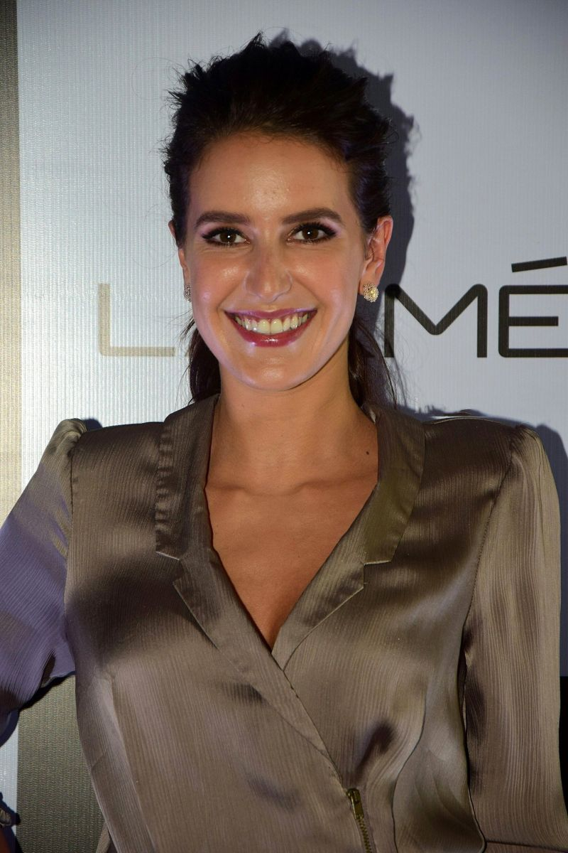 Isabelle Kaif LFW's 'Makeup Artist of the Year' Announcement