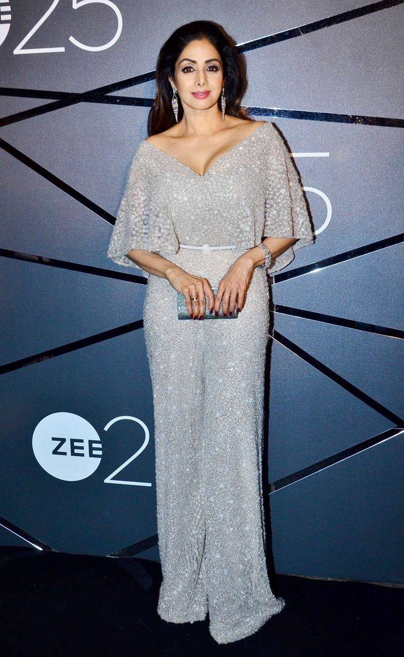 Bollywood Stars at Zee TV\'s 25 Years Completion Party - Page 9